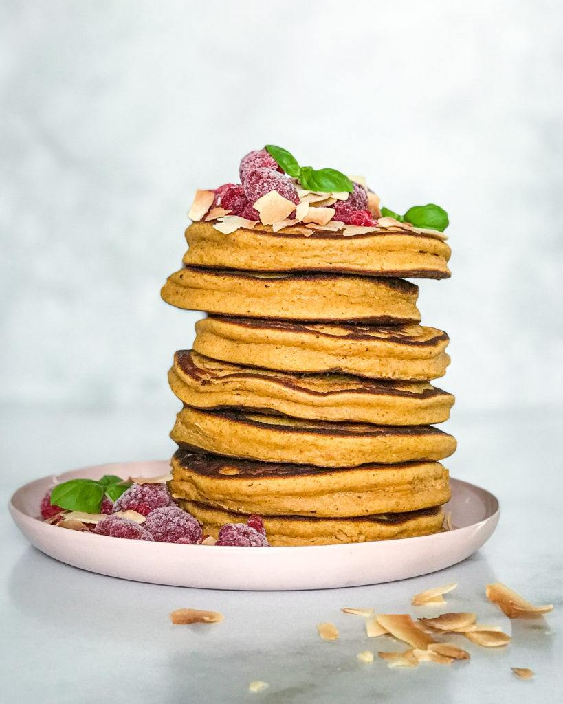 græskarpandekager i stak med topping