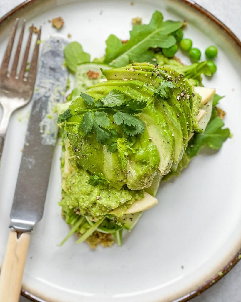 edamame fladbrød smurt med avocado oppefra