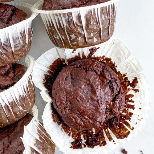 glutenfri muffins med squash, banan og chokolade
