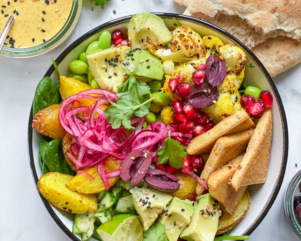 indisk salat bowl med stegt tofu