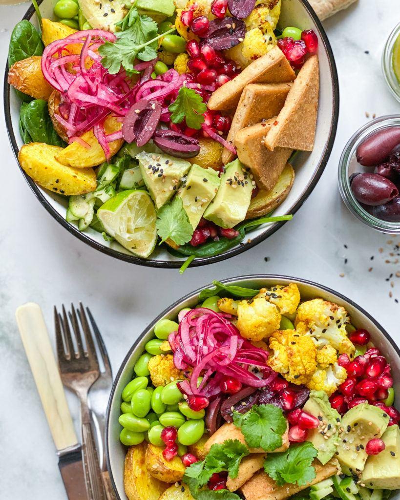 indisk salat bowl med tofu og mangodressing