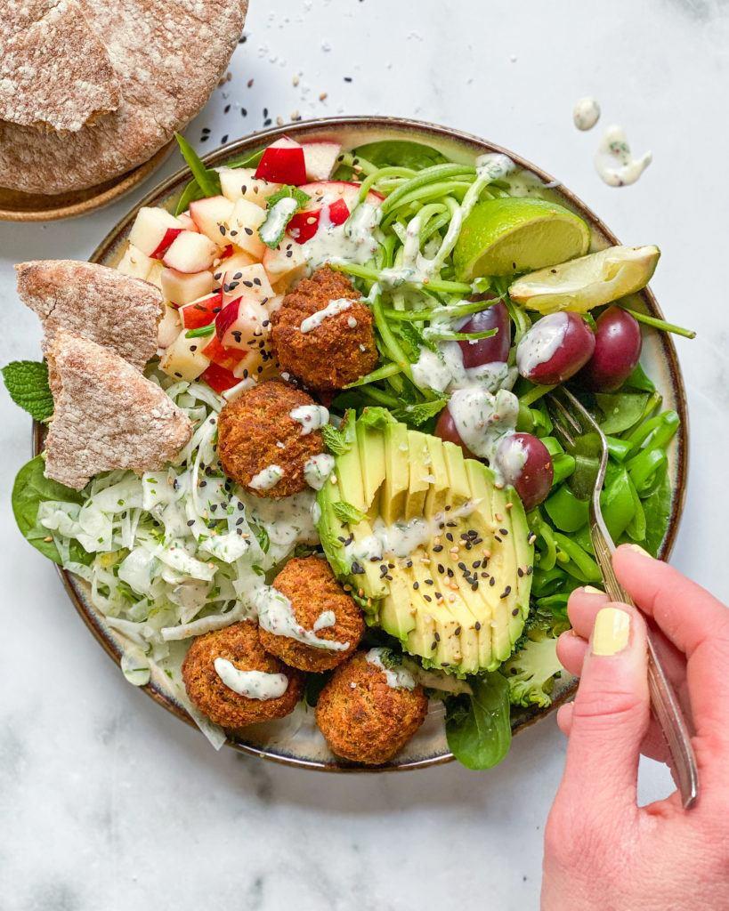 vegansk falafel salat