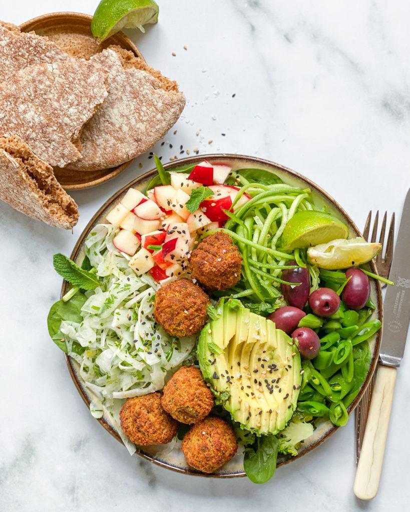 sund vegansk falafel salat