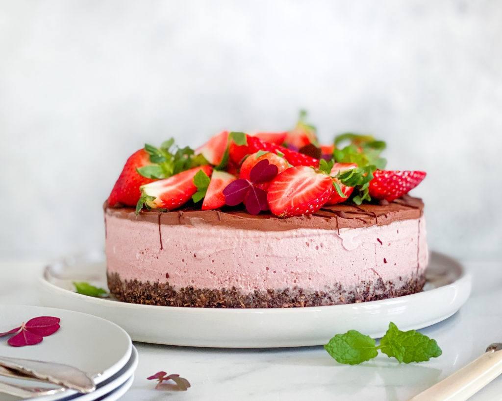 vegansk oreo cheesecake med jordbær