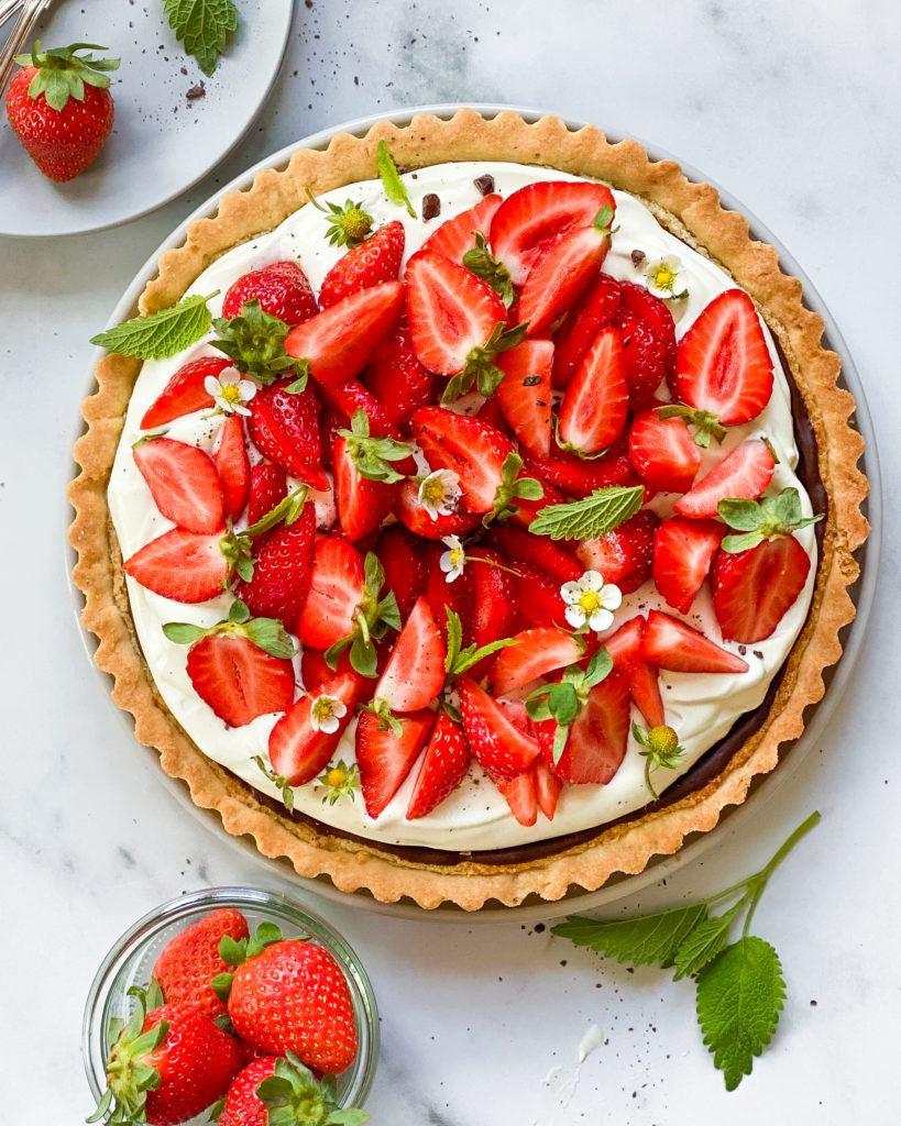 vegansk jordbærtærte med mazarinbund