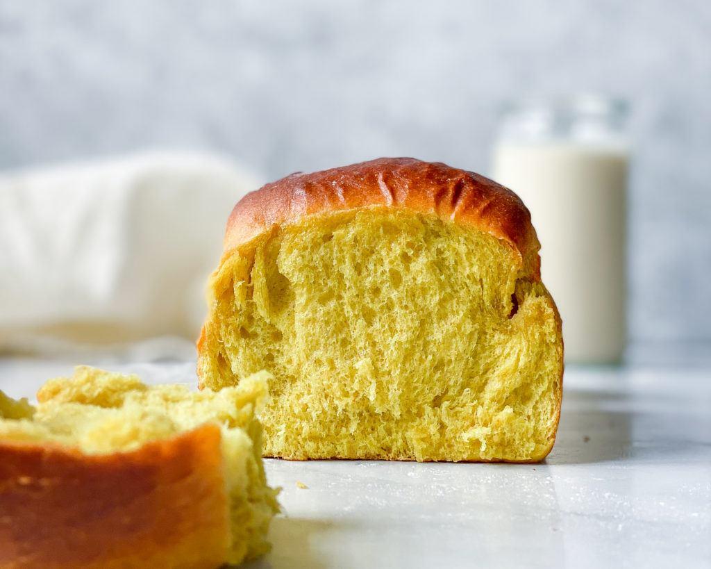 vegansk brioche brød med gurkemeje