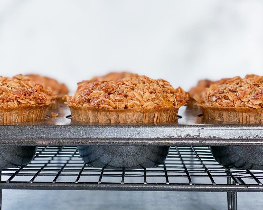 veganske græskarmuffins i muffinform