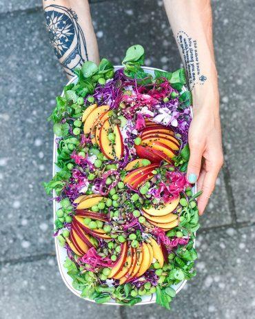 nektain salat med tahindressing