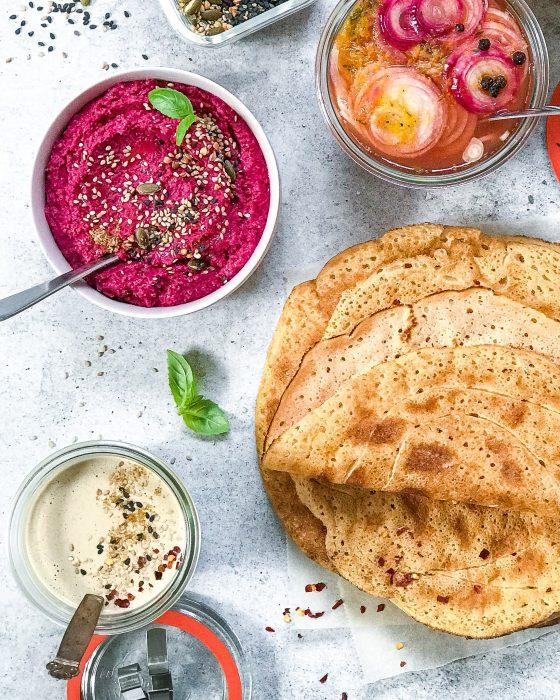 rødbedehummua og røde linse pandekager