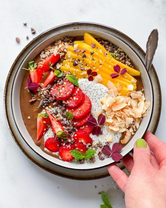 sund smoothiebowl med sød kartoffel