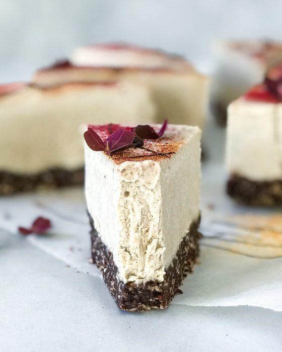 vegansk cheesecake stykke